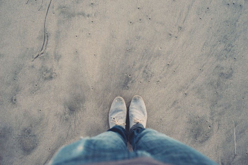 beach-sand-shoes